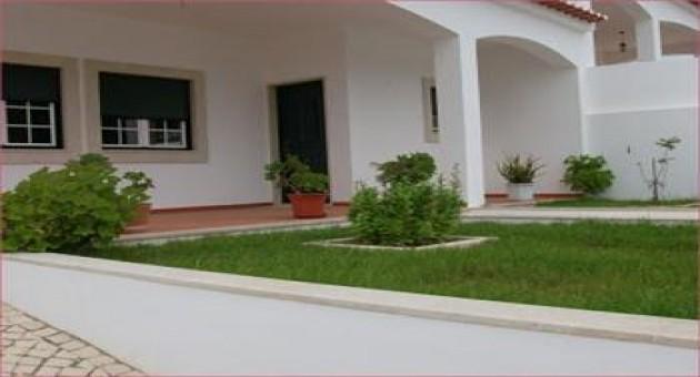 Frente de casas residenciais decoradas com jardim fotos for Jardines pequenos para frentes de casas