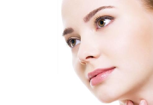 Como tratar manchas brancas pelo corpo