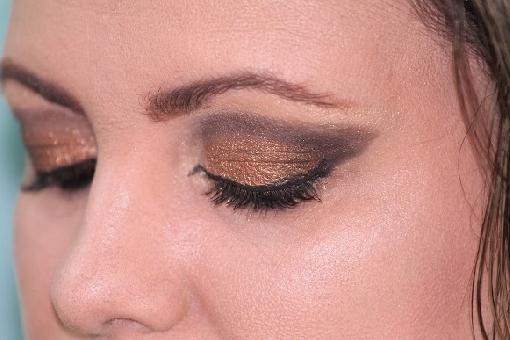 Aprenda retirar a maquiagem sem manchar a pele