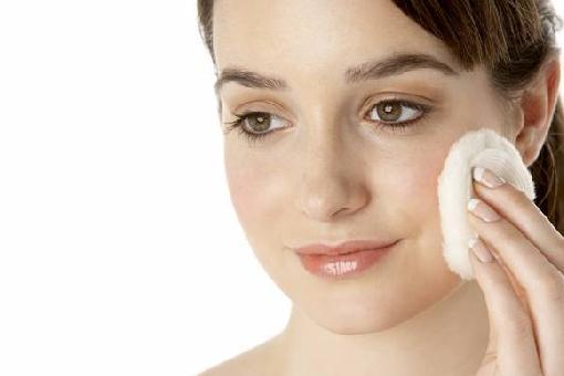 Como tirar a maquiagem sem demaquilante