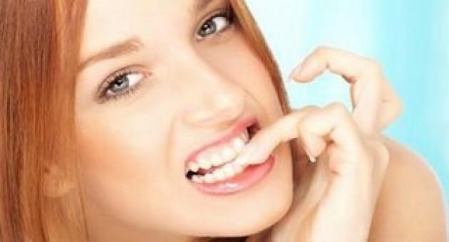 Esmalte escuro prejudica as unhas? Mito ou Verdade?