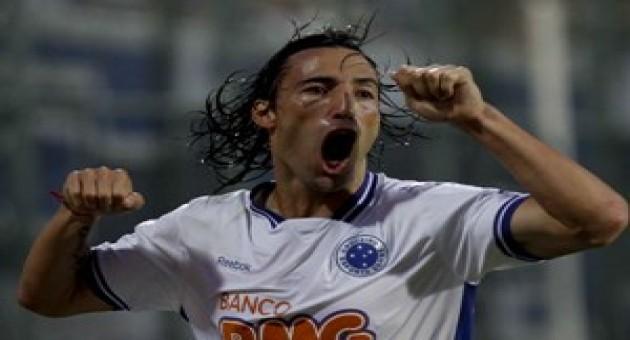 Cruzeiro e Atlético- PR fazem confronto direto contra o rebaixamento
