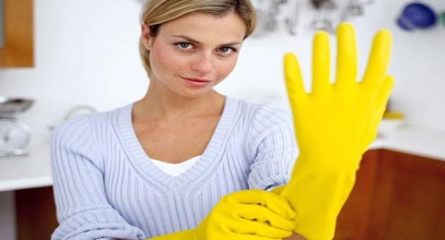 Como remover sujeira incrustada na frigideira